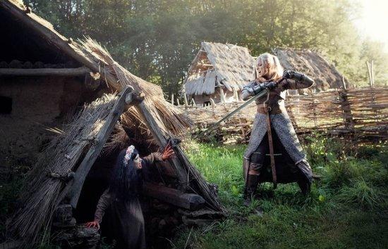 《巫师3》女版白狼殿堂级COS 完美演绎猎魔沧桑