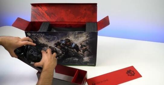 《战争机器4》XB1S开箱视频 猩红机身霸气十足